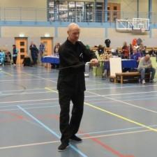 Arjen Jonker tijdens zijn solo-zwaardvorm